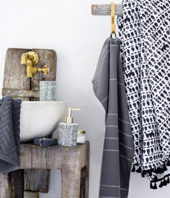 home badezimmer badezimmer accessoires h m de. Black Bedroom Furniture Sets. Home Design Ideas