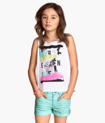 Sleeveless top with a print