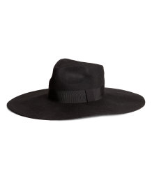 Broad-brimmed hat