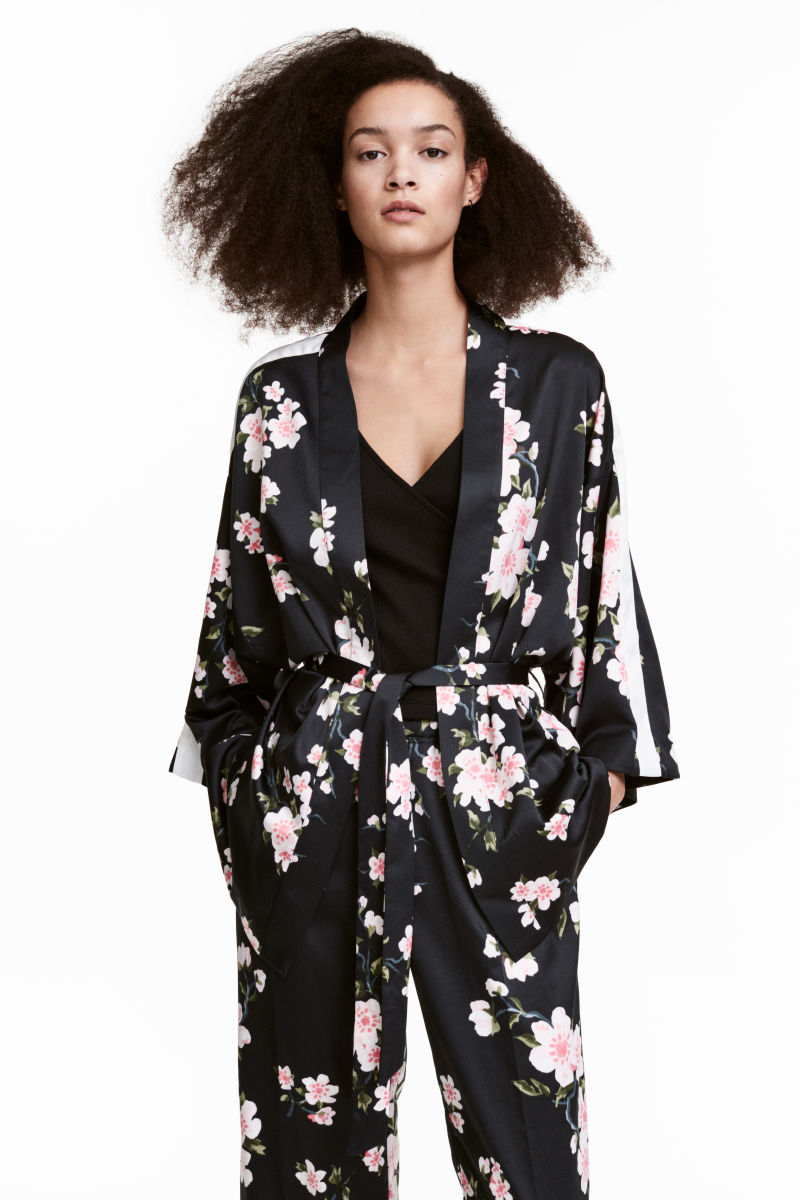 patterned kimono jacket black floral women h m us. Black Bedroom Furniture Sets. Home Design Ideas