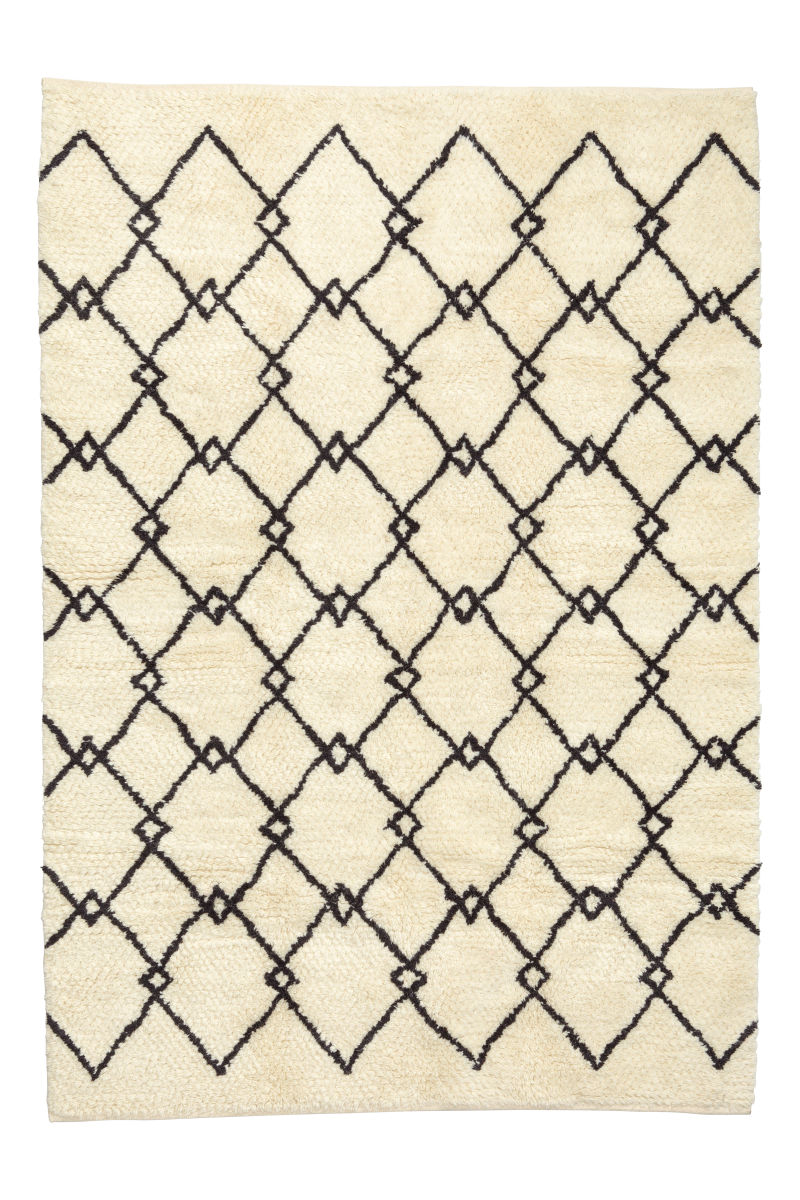 long pile rug in wool bend natural white patterned sale h m us. Black Bedroom Furniture Sets. Home Design Ideas