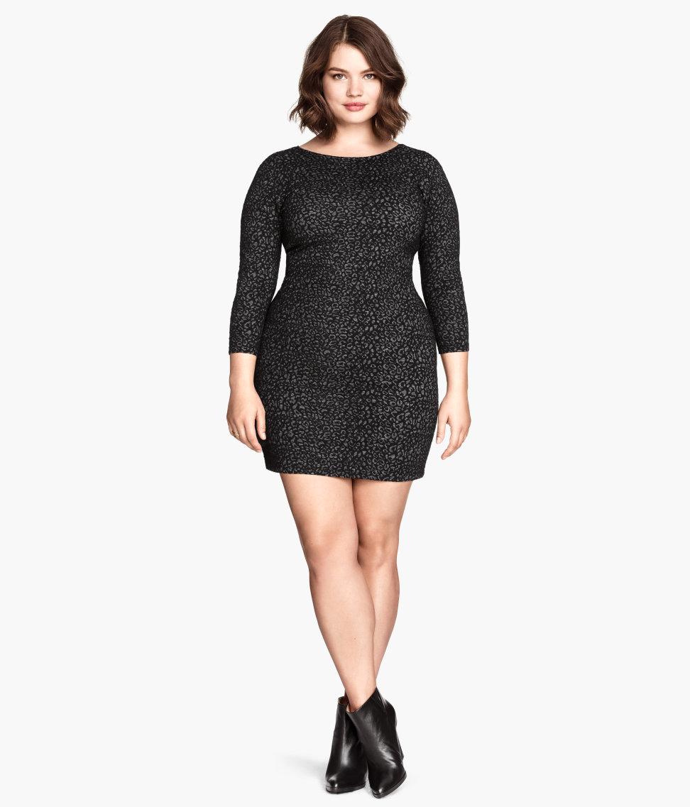 b4814740 Jeg kan rigtig godt lide, den tætte pasform og fine print, i denne kjole.  Men ville ønske at de havde givet den en dyb V-udskæring og en stramt  slutteende ...